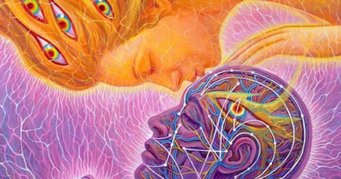 A homlokra adott csók mélyebb energiákat mozgat meg, mint bármilyen más szakrális áramlás