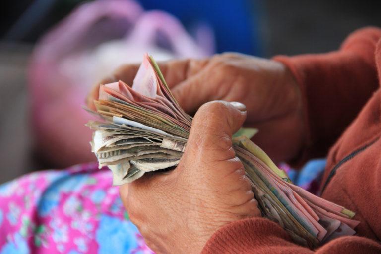 Tégy lakatot a szádra: 7 mondat, ami elűzi tőled a pénzt!